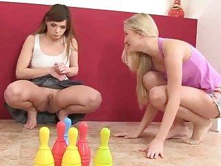 2 Hotties and Sex Toys con pipì Movie Scene di fetishgreg88