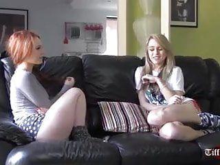 Kinky lezdom bonks fidanzate lesbo sessualmente eccitate con strapons
