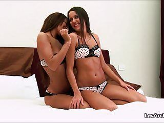 2 hot women love snatch licking